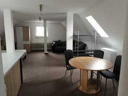 Gepflegte 1-Zimmer-Dachgeschosswohnung mit Einbauküche in Duisburg
