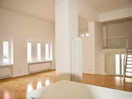 Cool Chic. EG Loft-Altbau mit eigenem Eingang und Designküche. Stellplatz