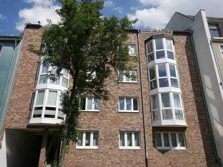 """Sehr schöne Zwei-Zimmer-Wohnung mit Erker und Balkon im """"Veedel"""" / Rennbahn-Nähe"""