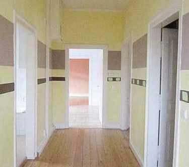 große, helle 4-Zimmer Wohnung mit Altbaucharme