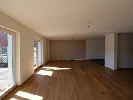 Schicke 2,5-Zimmer Wohnung in der Innenstadt mit ca. 80 m2 Dachterrasse