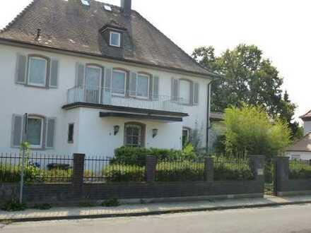 Grosszügige Villa verkehrsgünstig zwischen Frankfurt (30km), Wiesbaden (25 km) und Darmstadt (15km)