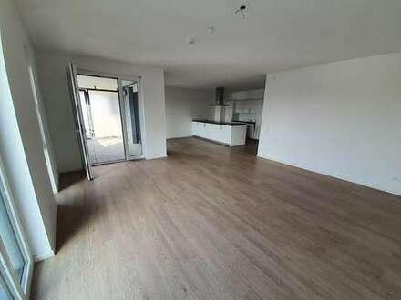 helle 4,5 Zimmer Wohnung mit Balkon, Keller, EBK und Tiefgaragenstellplatz