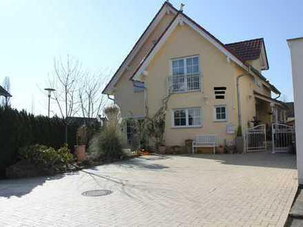 300 qm Wohnfläche mit gehobener Ausstattung und südlichem Flair** VHB**
