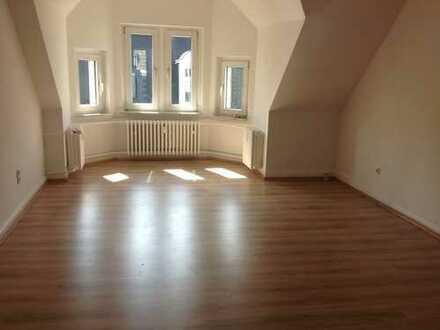 Schöne 3-Zimmer Wohnung, komplett renoviert, zentrumsnah