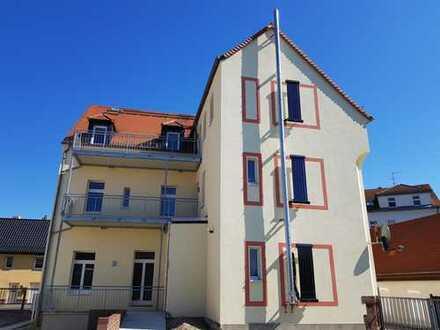 Schöne 4-Zimmer-DG-Wohnung mit Balkon im Herzen von Naunhof