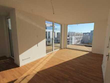 FÜNF MORGEN: Weitläufige Dachgeschosswohnung mit Terrasse und Balkon