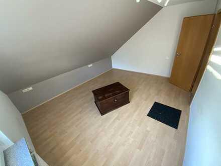 Exklusive, neuwertige 3-Zimmer-Dachgeschosswohnung mit Balkon in Geislingen