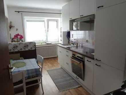 Schöne 2-Zimmer-Wohnung mit Einbauküche, renoviert, direkt am Marktplatz in Ochsenhausen