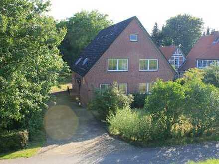 Begehrtes Zweifamilienhaus auf großzügigem Grundstück in Elbnähe
