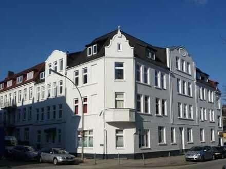 *Im Herzen der Stadt* Topp-modernisierte 4-Zimmer-Altbau-Wohnung