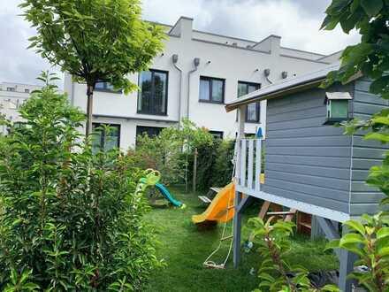 Charmantes Reihenendhaus zum Verlieben mit wundervollem Garten in Berlin-Lichterfelde West