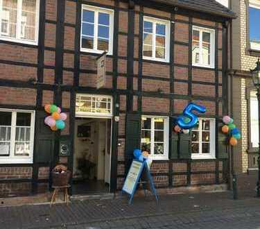 Sanierte 3,5-Zimmer-Maisonette-Wohnung mit 17 qm großer Terrasse in Korschenbroich