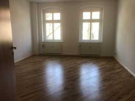 Erstbezug nach Renovierung / 4 Zimmer / Bad / Gäste WC / Balkon / Sofortbezug