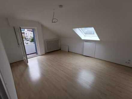 Helle 3 Zimmer DG Wohnung zu Vermieten