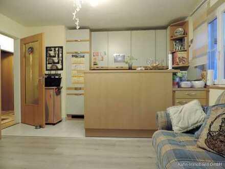 !! ZENTRAL UND MITTENDRIN: 3-Zi.-Whg. mit offener Küche und Tageslichtbad !!