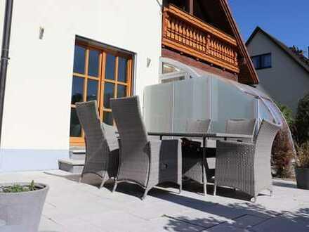 Wohnen wie im eigenen Haus – traumhafte Maisonette-Whg mit EBK sowie eigenem Eingang + Hzg + Garten!