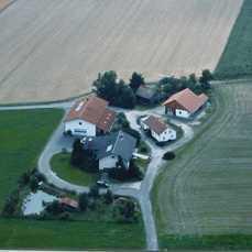 """""""Kleines Dorf"""" Ruhige sonnige Alleinlage Winkelbungalow, Austragshaus, Gewerbehalle und Nebengebäude"""