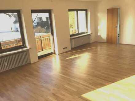 Großzügige und sonnige 3-Zimmer-Wohnung mit großem Süd-/West-Balkon in Gröbenzell an NR
