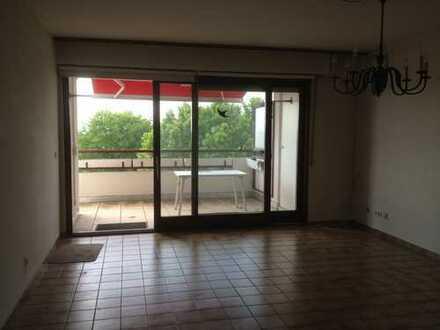 Stilvolle, gepflegte 3,5-Zimmer-Penthouse-Wohnung mit Balkon und EBK in Hofheim am Taunus