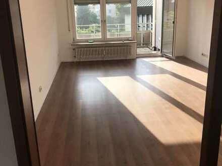 Neuwertige 3-Raum-Wohnung mit Balkon und Einbauküche in Altbach