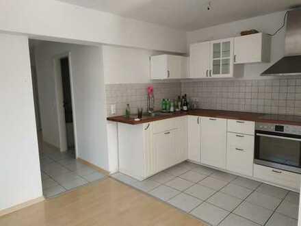 Schöne 3-Zimmer-Wohnung mit Balkon und Einbauküche in Karlsruhe