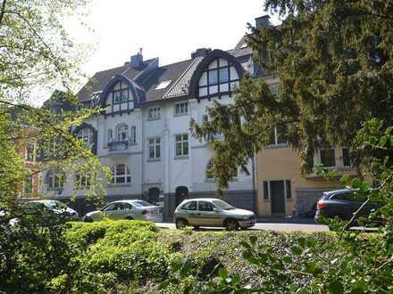 Großzügige Büroeinheit in denkmalgeschütztem Einfamilienhaus