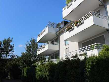 Düsseldorf-Lörick: herrl. 4--Zi.-DG-Mais.-Wohnung m. Terrasse + Balk., Fußb.-Heizung und Einbauküche