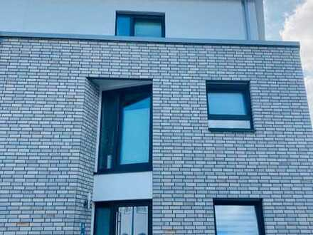 Bezugsfrei! Moderne Doppelhaushälfte in Delbrück.
