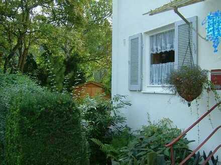 Idyllisch gelegenes Reiheneckhaus in Stuttgart-Wolfbusch mit einem schönen Garten