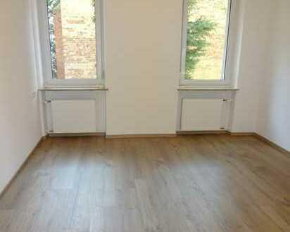 Erstbezug nach Sanierung: 4 Zi.- Wohnung in zentraler Lage