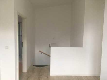 Gepflegte Doppelhaushälfte mit fünf Zimmern und EBK in Meimersdorf, Kiel