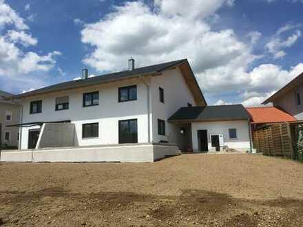 Erstbezug: schöne 4-Zimmer-Doppelhaushälfte in Niedertaufkirchen,