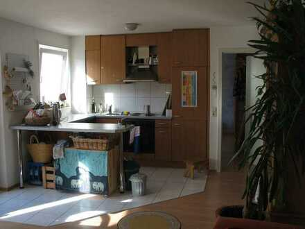 Sonnige, ca. 55 m² große 2-Zimmer-Wohnung mit Balkon im 2. OG in Gerlingen