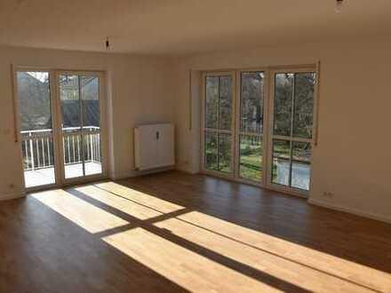 Stilvolle, modernisierte 3-Zimmer-Wohnung mit Balkon und EBK in Trudering, München