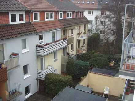 Helles Zimmer (14qm) in 2er-WG mit Wohnzimmer (13qm)