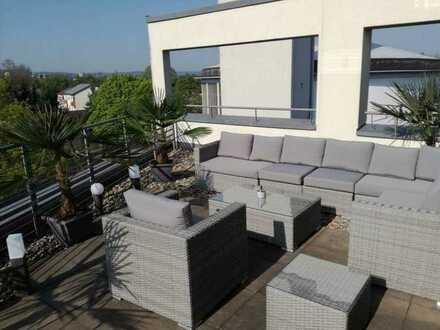 Sonnige Penthouse Wohnung + große Dachterrasse + offene Küche / WZ + Garage + Aufzug