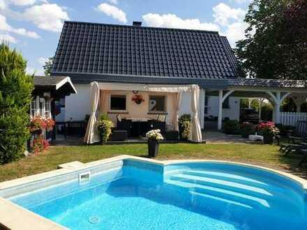 tolles modernisiertes Einfamilienhaus mit Büroanbau und Pool am Rand von Geseke gelegen