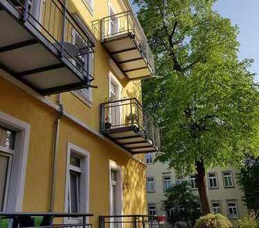 Schöne helle 2 Raum Wohnung mit Balkon