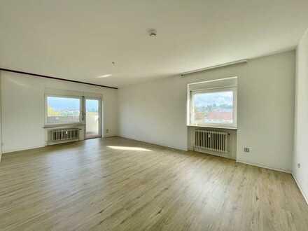 Großzügige und ruhige 3 Zimmerwohnung mit Balkon und Tiefgaragenstellplatz