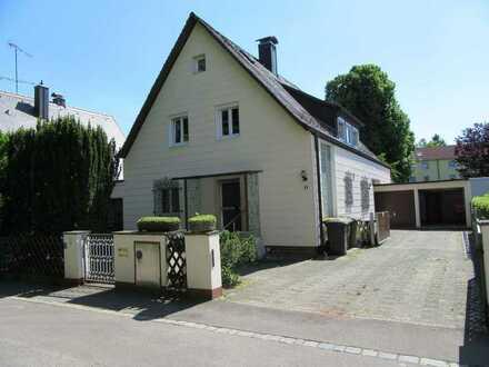 2-Familienhaus in Augsburg mit guter Anbindung zur A8, ruhige Lage, sofort frei!