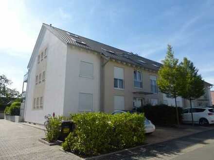 Schicke, offene & lichtdurchflutete DG-Maisonette-Wohnung mit großem Balkon im Herzen von Nauheim!!!