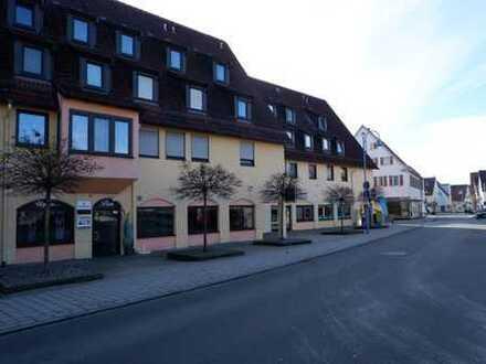 Bestehender-Friseurladen mit Schaufensterfront und Stellplatz in 71139 Ehningen