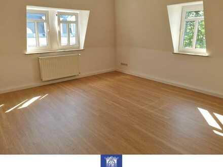 Individuelle Dachgeschosswohnung - Erstbezug nach moderner Renovierung!