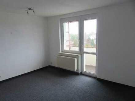 Gepflegte 3-Zimmer-Wohnung mit Balkon und Einbauküche in Hennickendorf
