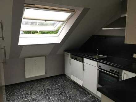 Gepflegte 2-Zimmer-DG-Wohnung mit Einbauküche in Augsburg