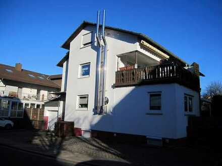 Weilerbach - Helle Eigentumswohnung in zentrumsnaher Lage:  3 Zi., Küche, Bad, 2 Balkone