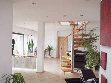 Außergewöhnliche Penthouse-Wohnung über den Dächern von Brühl mit traumhaftem Ausblick