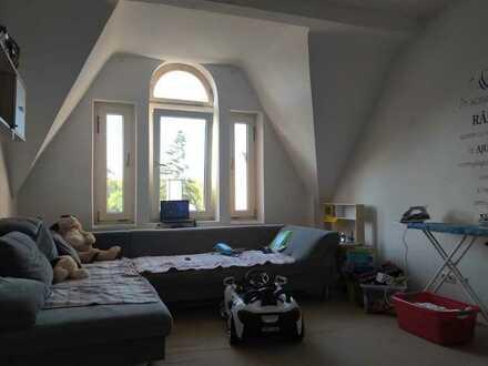 ++provisionsfrei++4 Zimmer++Küche separat++Dachgeschoß++Entwicklungspotential