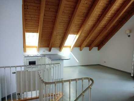 Gepflegte 3-Raum-Dachgeschosswohnung mit Balkon und Einbauküche in Waldbrunn b. Würzburg